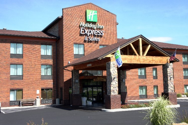 Holiday Inn Express Suites Donegal 1 of 12