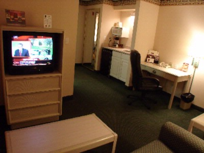 Suite With Work Area 10 of 18