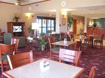 Lobby And Breakfast Area 5 of 11