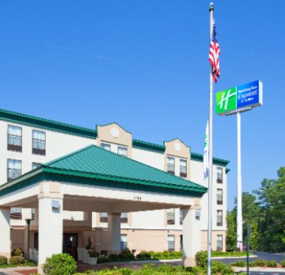 Holiday Inn Express & Suites Fayetteville Ft. Bragg