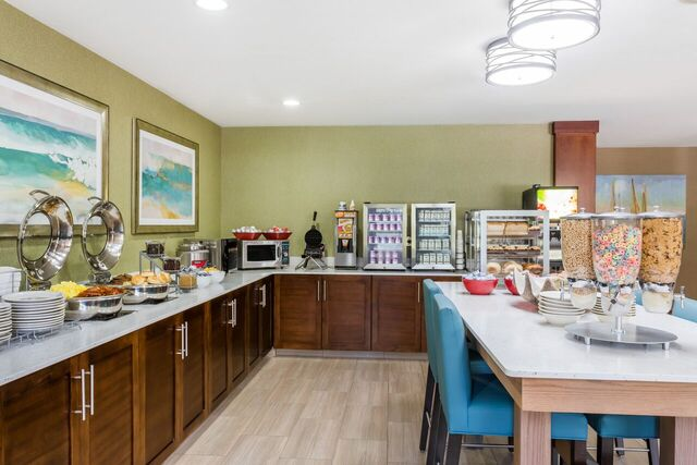 Hawthorn Suites Dail Breakfast Buffet 6 of 8