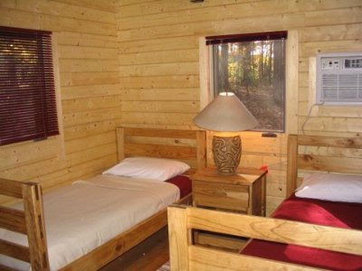 Cabin Bedroom With 2 Single Beds 13 of 31