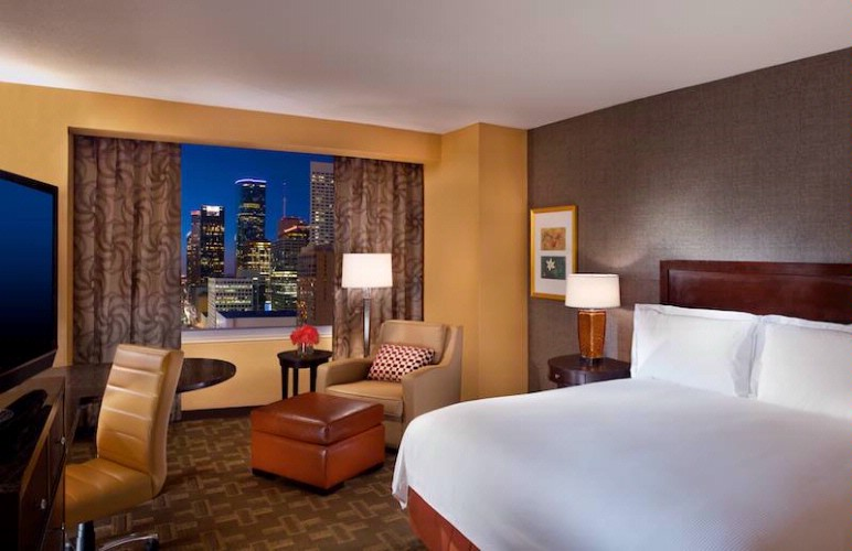 Guestrooms With Incredible Downtown Views And Park Views 3 of 31