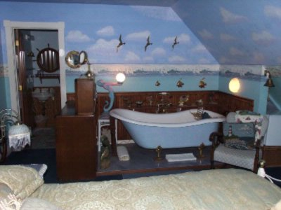 Mariner Guestroom Bathtub 11 of 19
