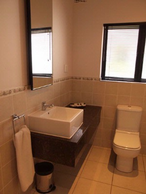 En Suite Bathroom 4 of 10