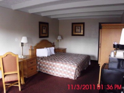 Hotel Room 8 of 10