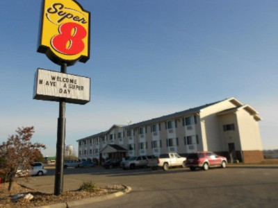 Outside View Of Super 8 Kingdom City 2 of 10