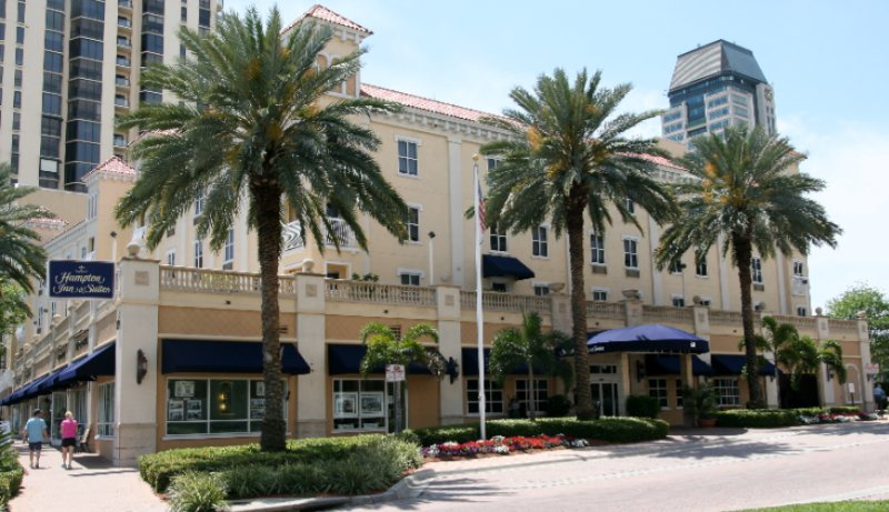 Hampton Inn & Suites Downtown / St. Petersburg 1 of 9