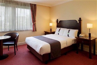 Holiday Inn East Kilbride Double Room 4 of 5