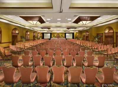 Island Grand Ballroom Seats Up To 950 People Reception Style 5 of 21