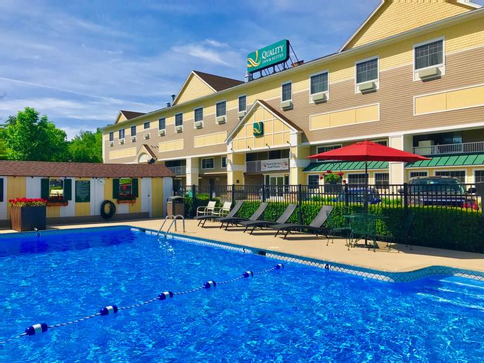Quality Inn & Suites Maine Evergreen Hotel 1 of 11