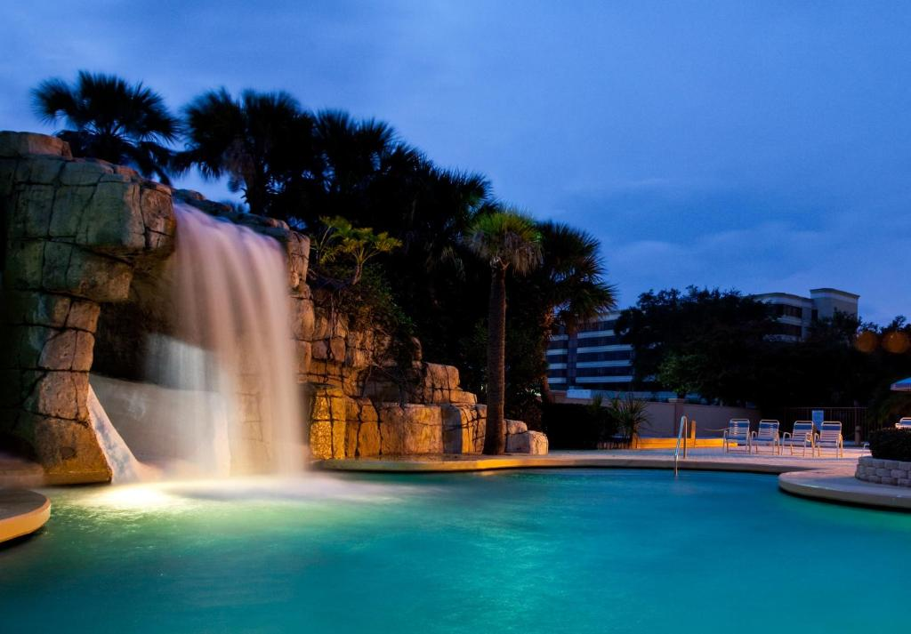 Comfort Inn Lbv Evening Out-Door Waterfall Pool Image 13 of 14