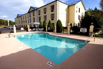 Go For A Swim In Our Outdoor Pool 7 of 10