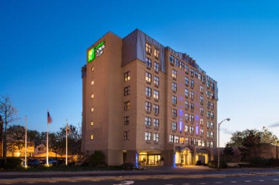 Holiday Inn Express & Suites Boston Cambridge 1 of 7