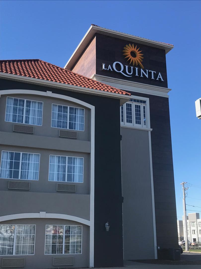 La Quinta Inns & Suites 1 of 8