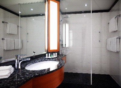 Bathrooms Either Feature Showers Or Bathtubs 7 of 16