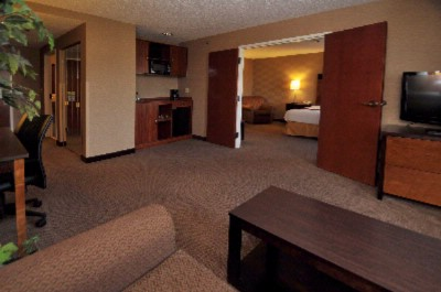 Executive 2 Room King Suite 13 of 16