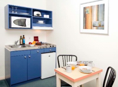 Kitchenette 6 of 7