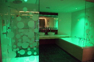 Light Therapy In The Bathroom Of The Suite 27 of 27
