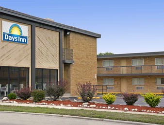 Days Inn Milwaukee 1 of 10