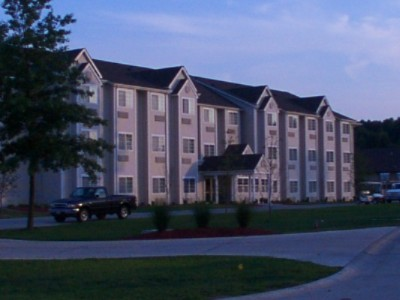 Mariner's Village Inn & Suites