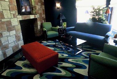 Lobby Seating Area 6 of 17