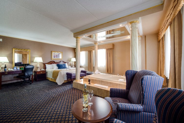 Roman Suite With Jacuzzi 7 of 16