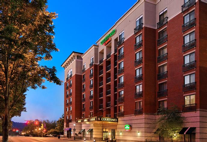 Courtyard by Marriott Chattanooga Downtown 1 of 10
