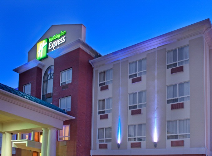 Holiday Inn Express Hotel & Suites Edson 1 of 4