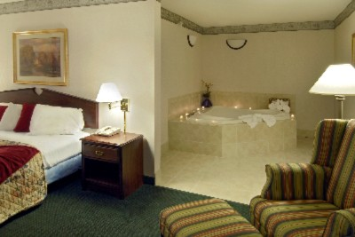 Mark A Special Occasion In Our Deluxe Jacuzzi Suites 8 of 8