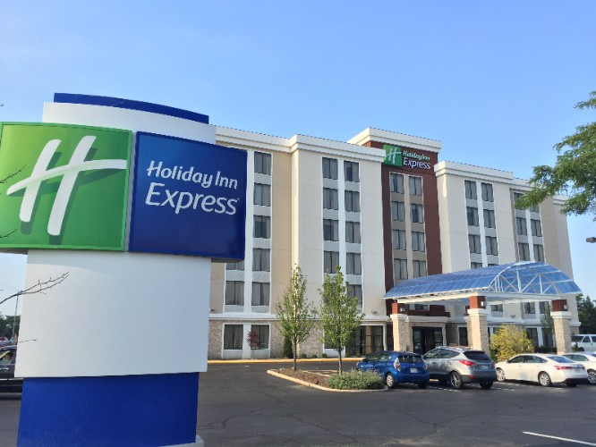 Holiday Inn Express Arlington Heights 1 of 28