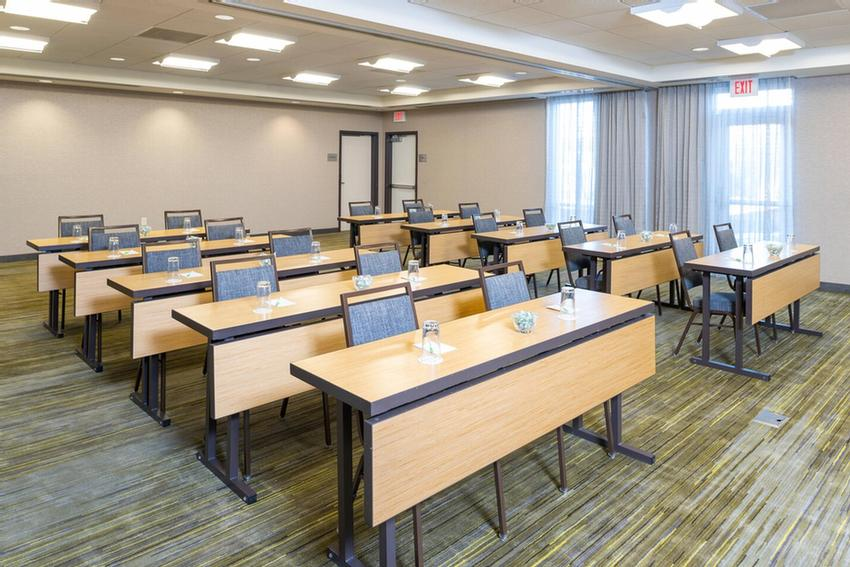 Large Work Desk In Every Room 6 of 20