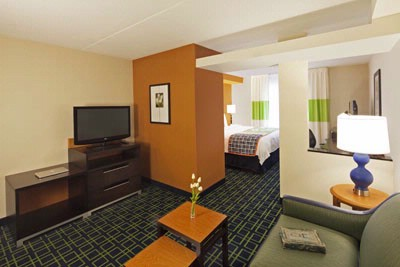 Fairfield Inn & Suites Toronto / Mississauga 1 of 13