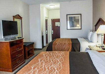 Spacious Room With Flat-Screen Television 11 of 18