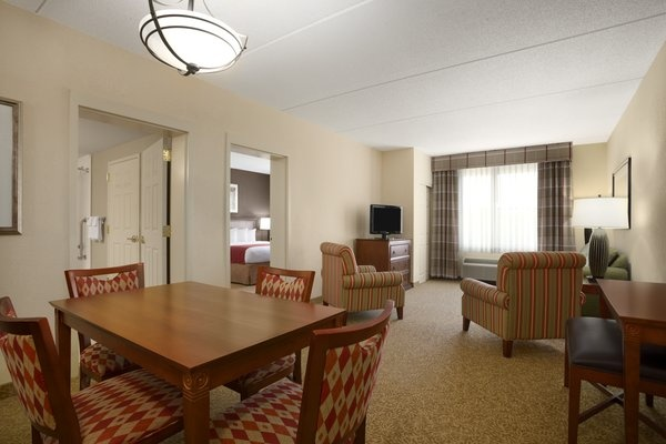 Executive Suite 14 of 18