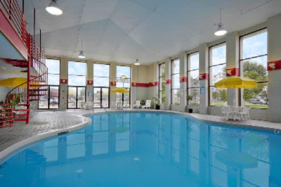 Grand Haven Days Inn Heated Indoor Pool And Whirlpool