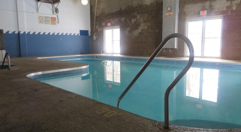 Indoor Pool 10 of 14