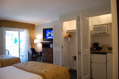Newly Renovated Two Double Beds With Wet Bar 4 of 10