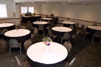 Garden Meeting Room Banquet Style 7 of 10