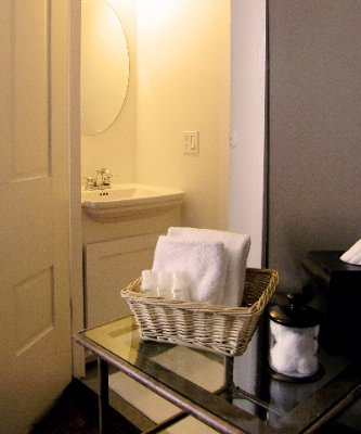 Mccully House Deluxe Bathroom 8 of 18