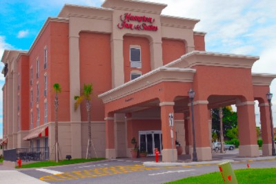 Hampton Inn & Suites Cape Coral 1 of 4