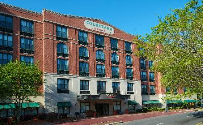 Courtyard by Marriott Historic Savannah 1 of 16