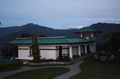 The Deluxe Block With Towering Kanchenjunga View In The Background 2 of 16