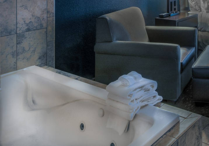 Relax In The Jacuzzi Tub In The Jacuzzi King Room 9 of 16