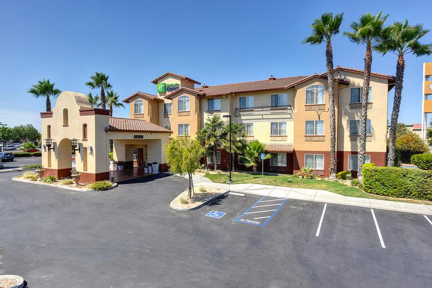 Holiday Inn Express Hotel & Suites Manteca 1 of 8