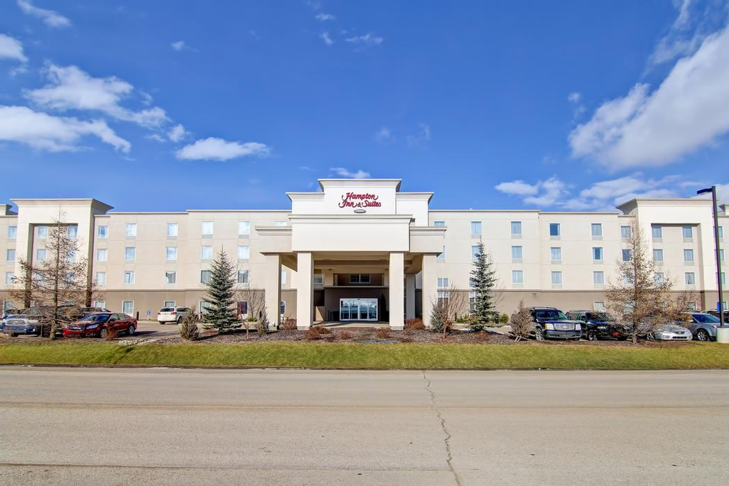 Hampton Inn & Suites by Hilton Red Deer 1 of 12