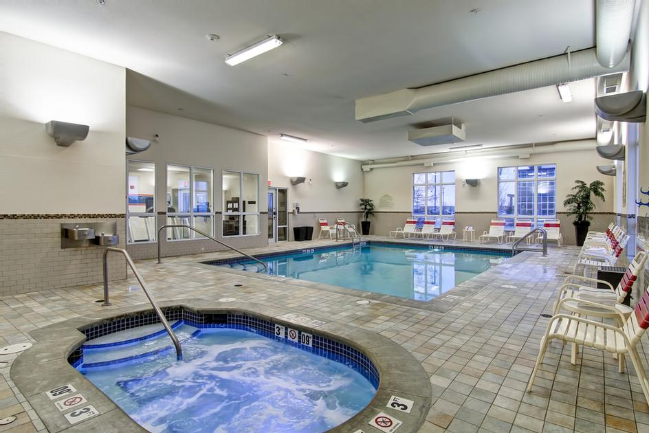 Indoor Swimming Pool & Hot Tub 6 of 12