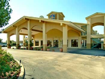 Baymont Inn & Suites Terrell 1 of 5