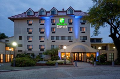 Holiday Inn Express Waltham 1 of 5
