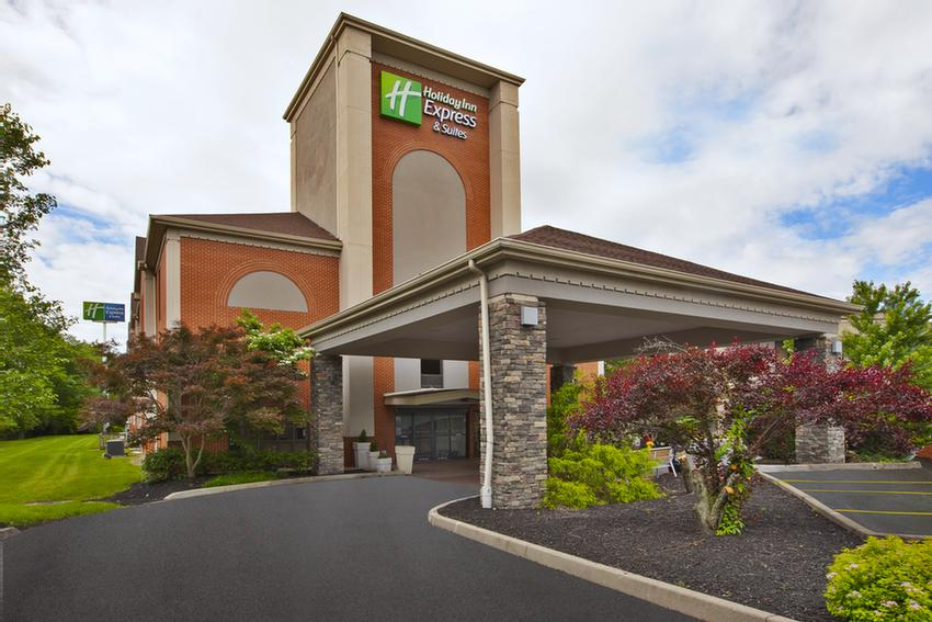 Holiday Inn Express Hotel Suites Milford Oh 301 Old Bank Rd 45150